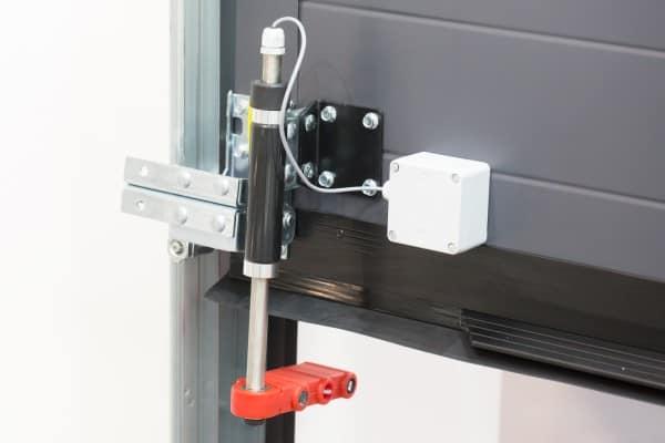 Zabezpieczenie bram przemysłowych - fotokomórki wyprzedzające